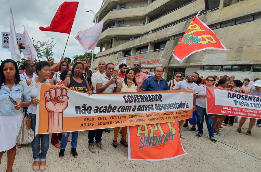 Sindicatos e centrais protestam contra reforma da previdência baiana